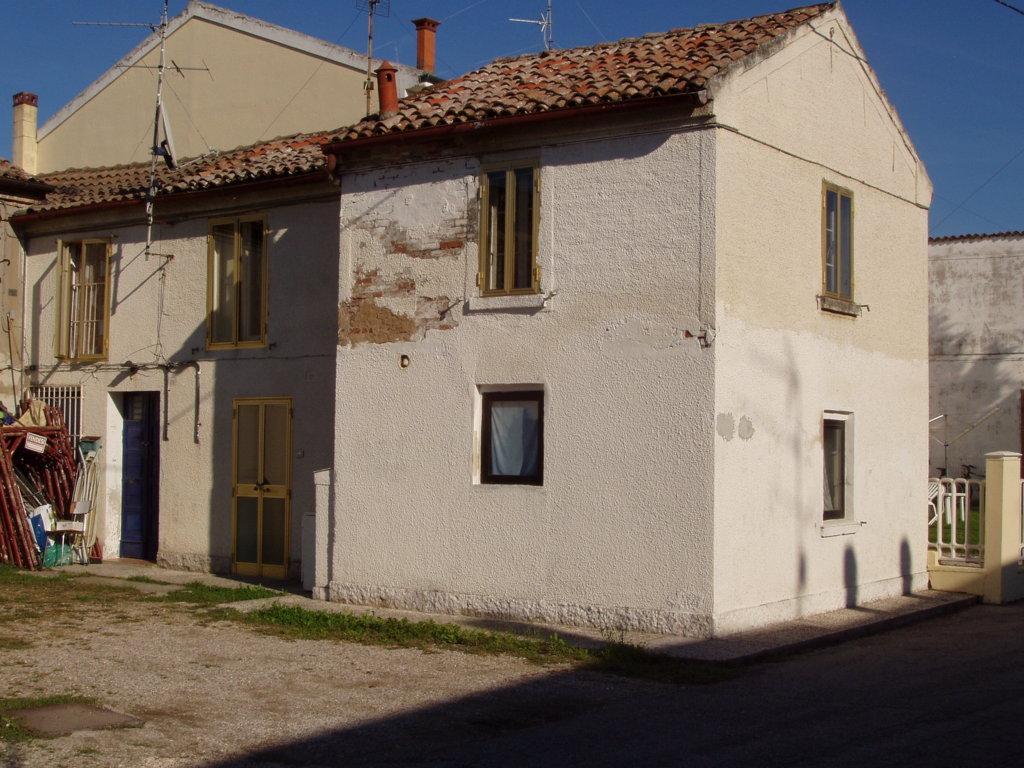Soluzione Indipendente in affitto a Ferrara, 4 locali, zona Zona: Denore, prezzo € 220 | Cambio Casa.it