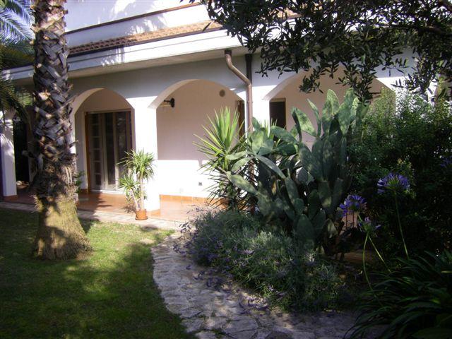 Soluzione Indipendente in vendita a Chieti, 11 locali, zona Località: MadonnadellePiane, prezzo € 600.000 | Cambio Casa.it