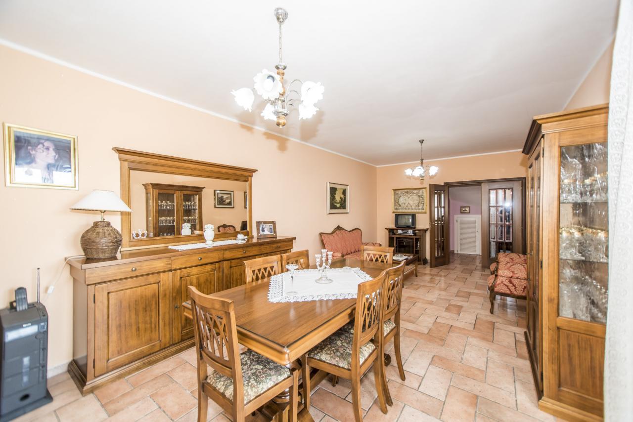 Soluzione Indipendente in vendita a Chieti, 8 locali, zona Zona: Periferia, prezzo € 295.000 | Cambio Casa.it