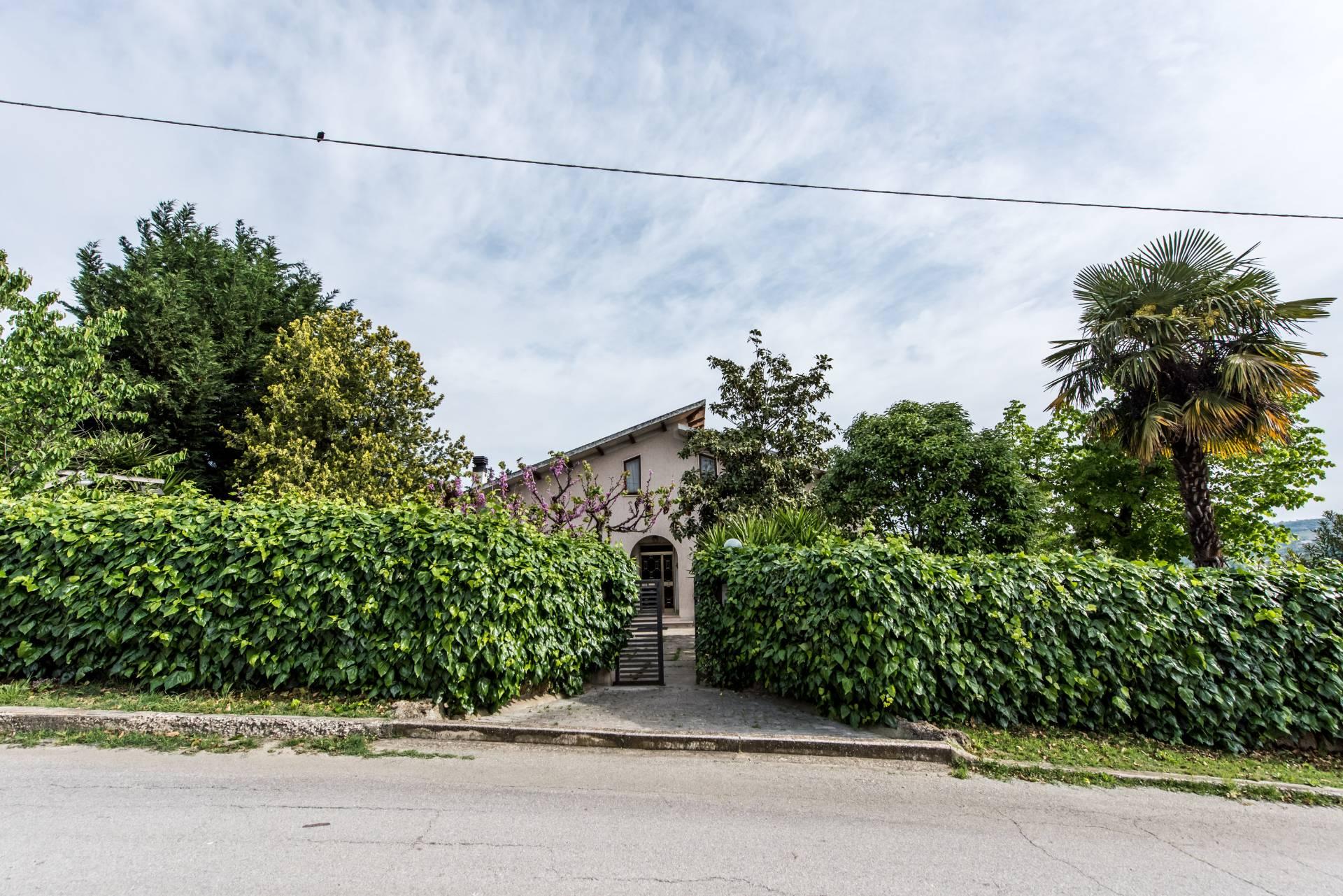 Soluzione Indipendente in vendita a Chieti, 7 locali, zona Zona: Periferia, prezzo € 205.000 | Cambio Casa.it