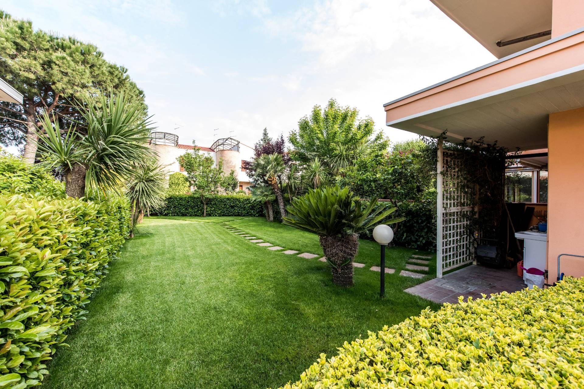 Villa in vendita a Francavilla al Mare, 6 locali, Trattative riservate | Cambio Casa.it
