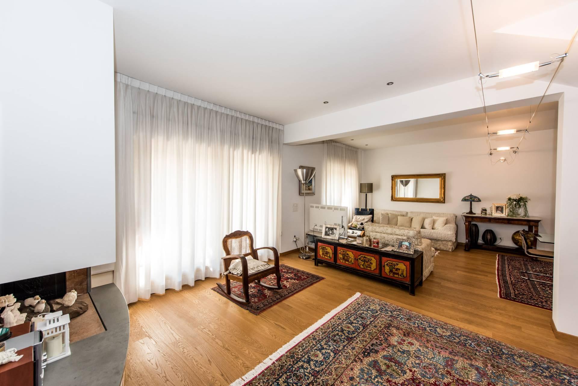 Villa in vendita a Francavilla al Mare, 11 locali, Trattative riservate | CambioCasa.it