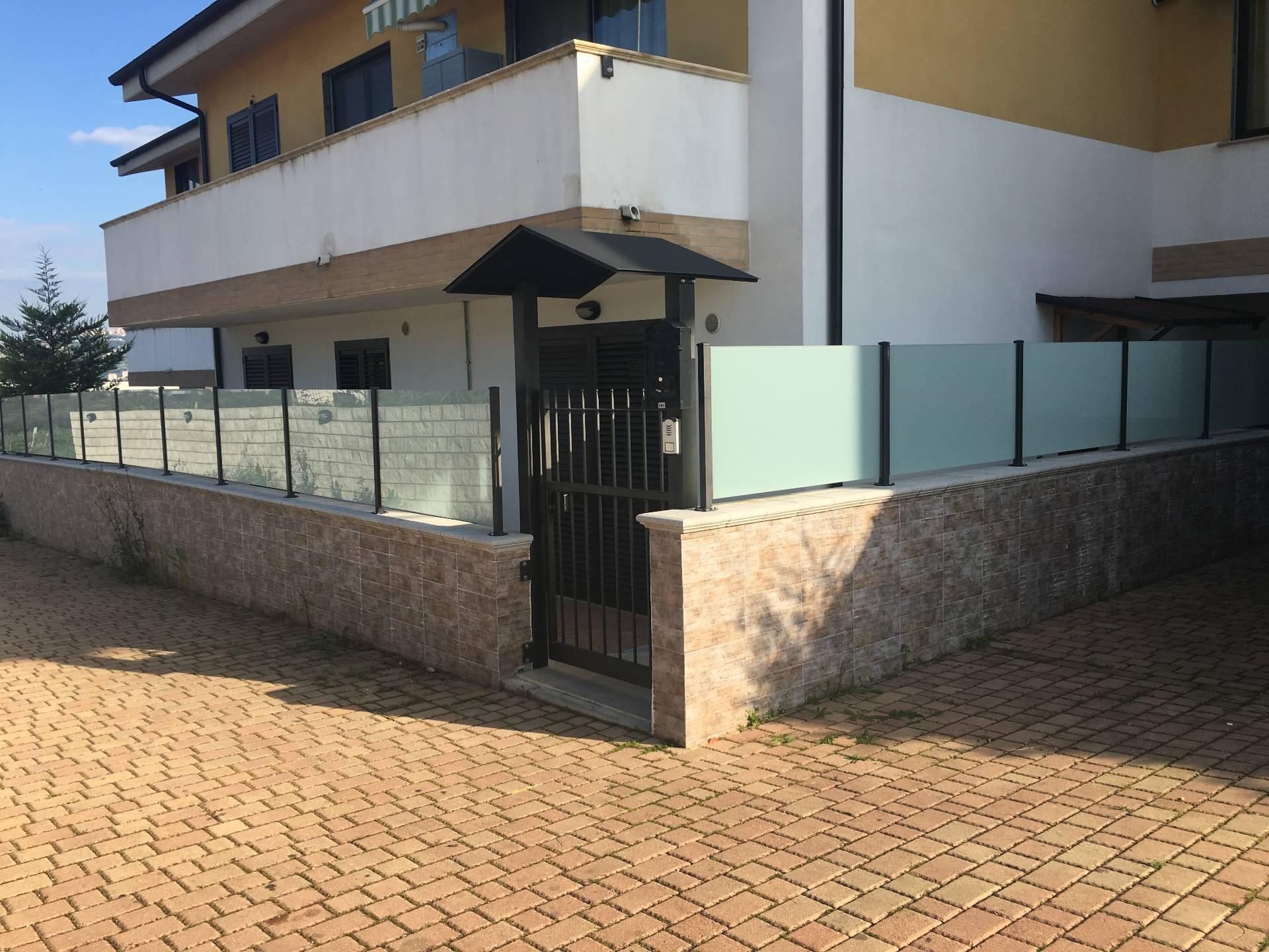 Appartamento in vendita a Pianella, 4 locali, prezzo € 115.000 | CambioCasa.it