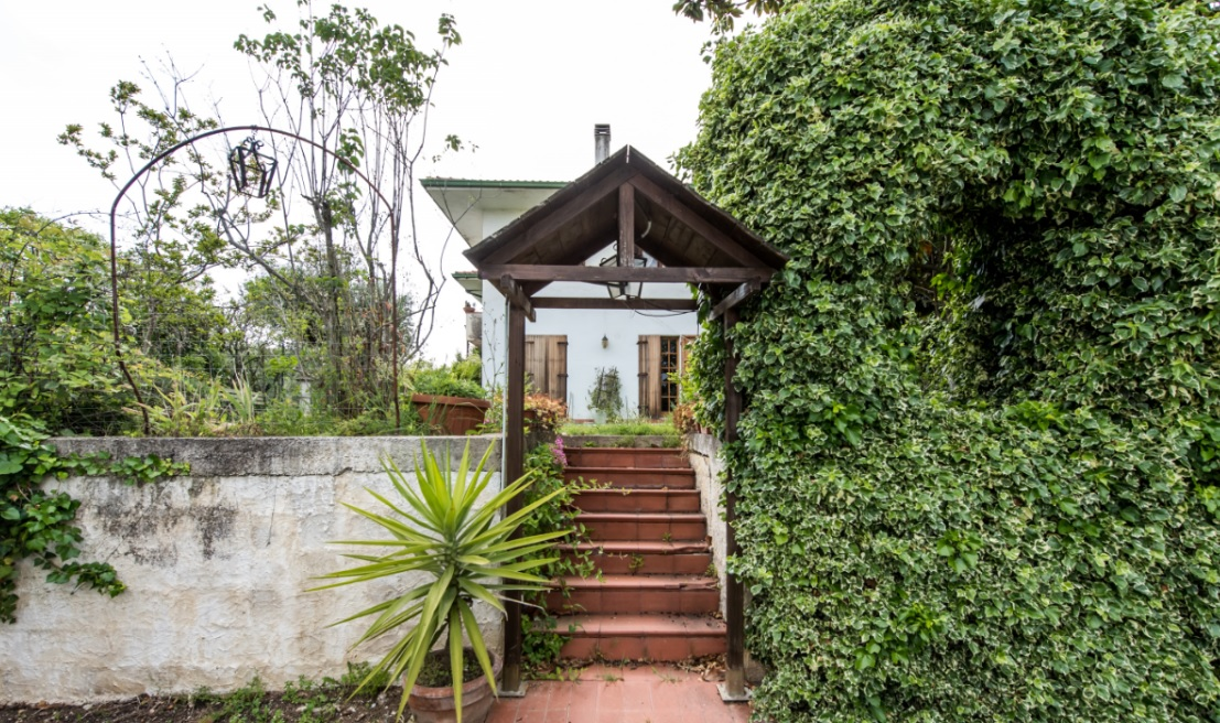 Villa in vendita a Torrevecchia Teatina, 8 locali, prezzo € 210.000 | Cambio Casa.it