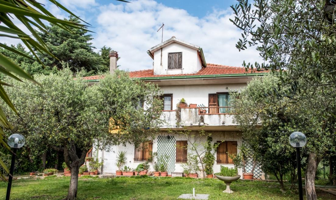 Villa in vendita a Torrevecchia Teatina, 9 locali, prezzo € 280.000 | Cambio Casa.it