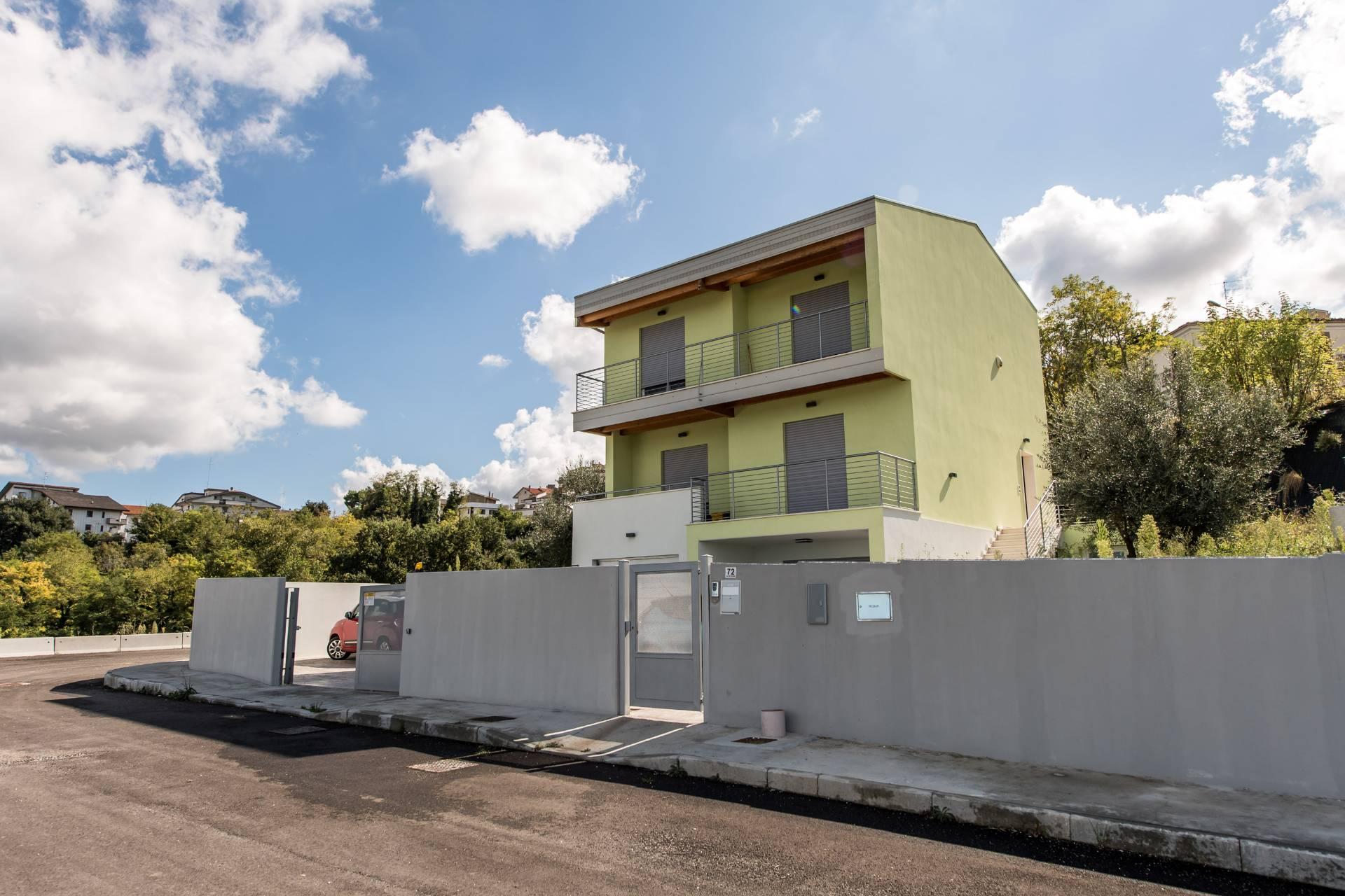 Villa in vendita a Chieti, 8 locali, zona Zona: Semicentro, prezzo € 480.000 | Cambio Casa.it