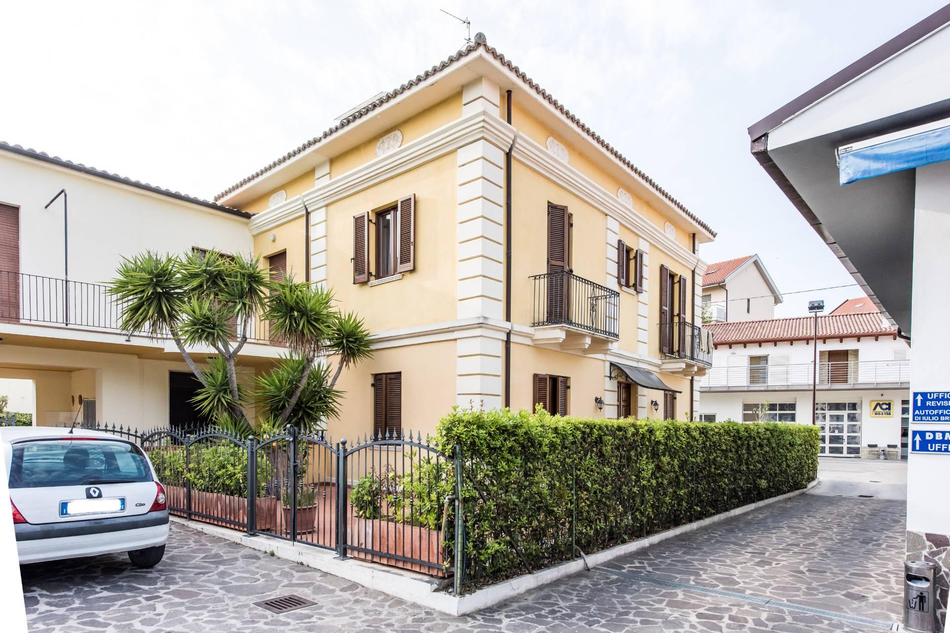 Soluzione Indipendente in affitto a Francavilla al Mare, 6 locali, prezzo € 600 | Cambio Casa.it