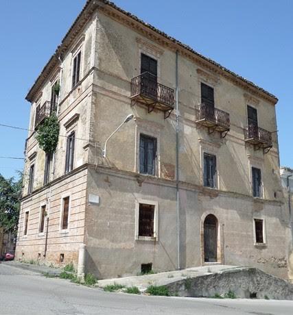 Soluzione Indipendente in vendita a Guglionesi, 10 locali, Trattative riservate | Cambio Casa.it