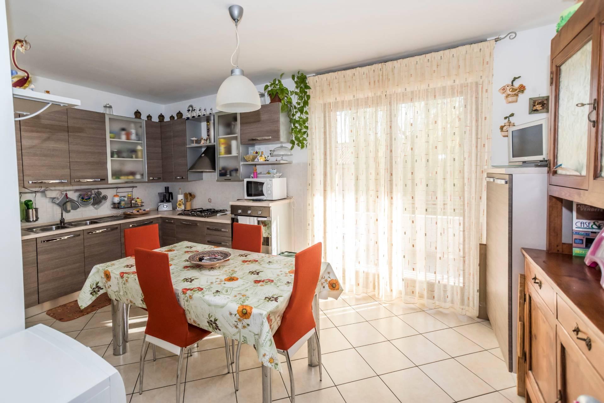 Appartamento in vendita a Cepagatti, 6 locali, prezzo € 168.000   CambioCasa.it