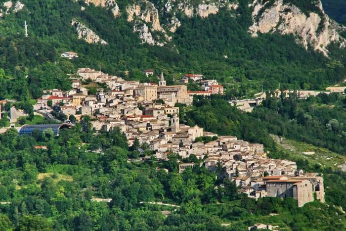 Appartamento in vendita a Caramanico Terme, 4 locali, prezzo € 58.000 | CambioCasa.it