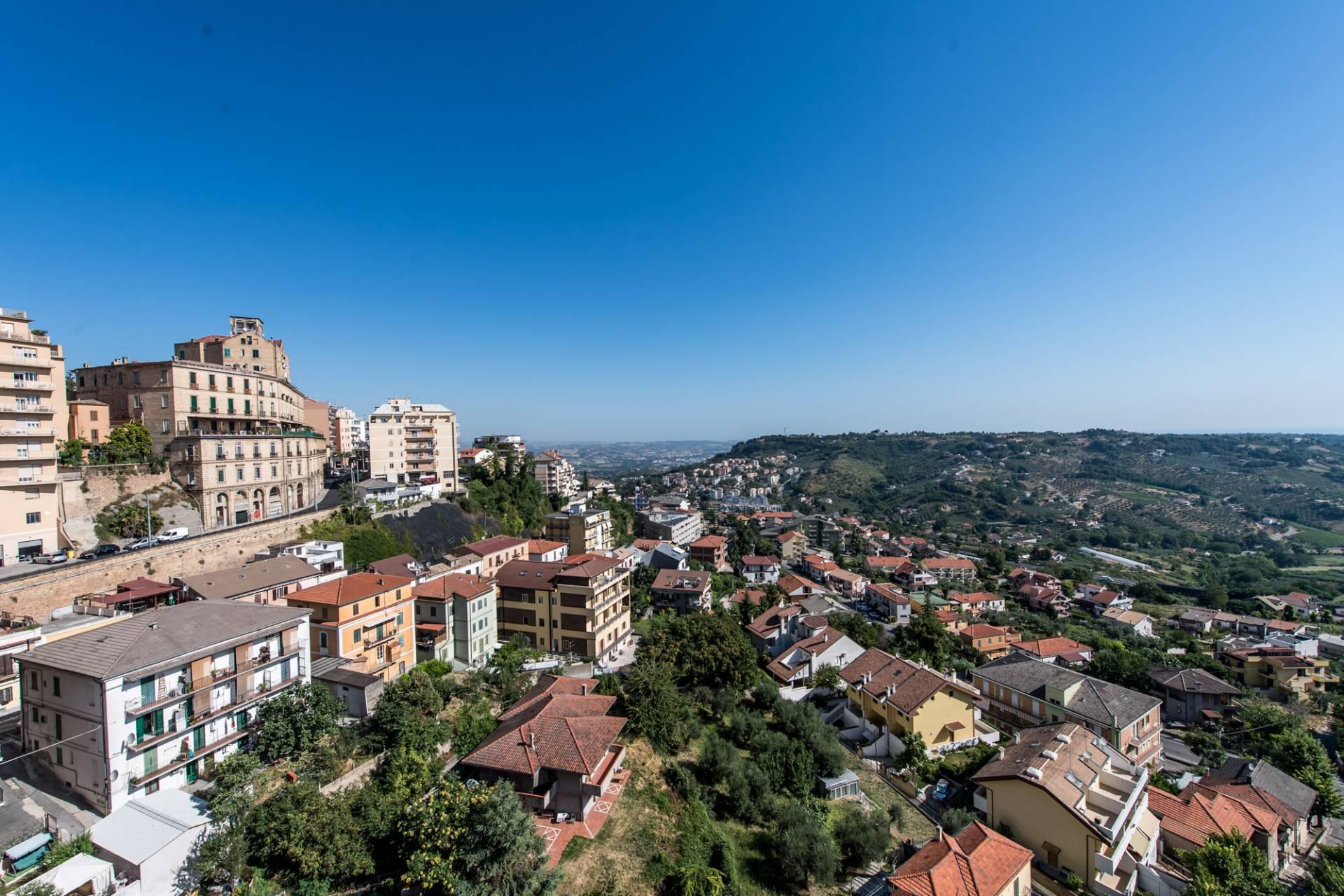 Appartamento in affitto a Chieti, 7 locali, prezzo € 210.000   CambioCasa.it