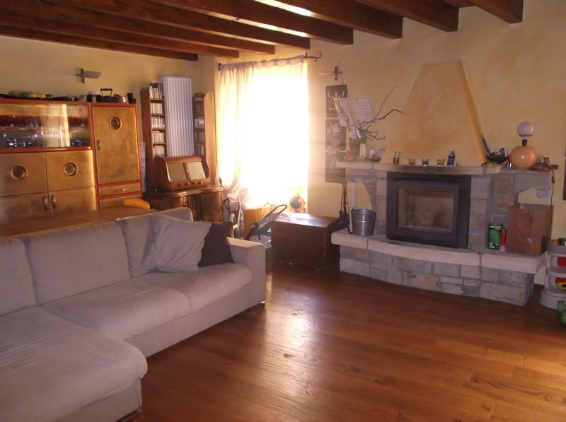 Appartamento in vendita a Lugagnano Val D'Arda, 4 locali, prezzo € 145.000 | CambioCasa.it