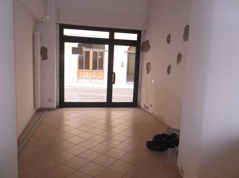 Negozio / Locale in affitto a Lugagnano Val D'Arda, 9999 locali, prezzo € 200 | CambioCasa.it
