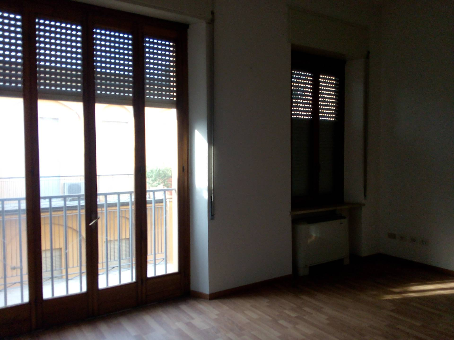 Appartamento in affitto a Fiorenzuola d'Arda, 7 locali, prezzo € 700 | CambioCasa.it