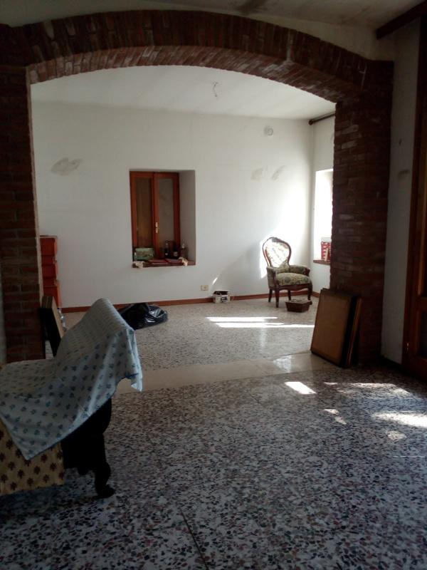 Appartamento in vendita a Lugagnano Val D'Arda, 5 locali, prezzo € 119.000 | CambioCasa.it