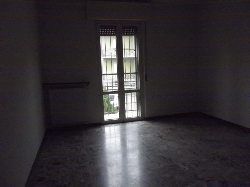 Appartamento in affitto a Cadeo, 4 locali, zona Zona: Roveleto, prezzo € 450 | CambioCasa.it
