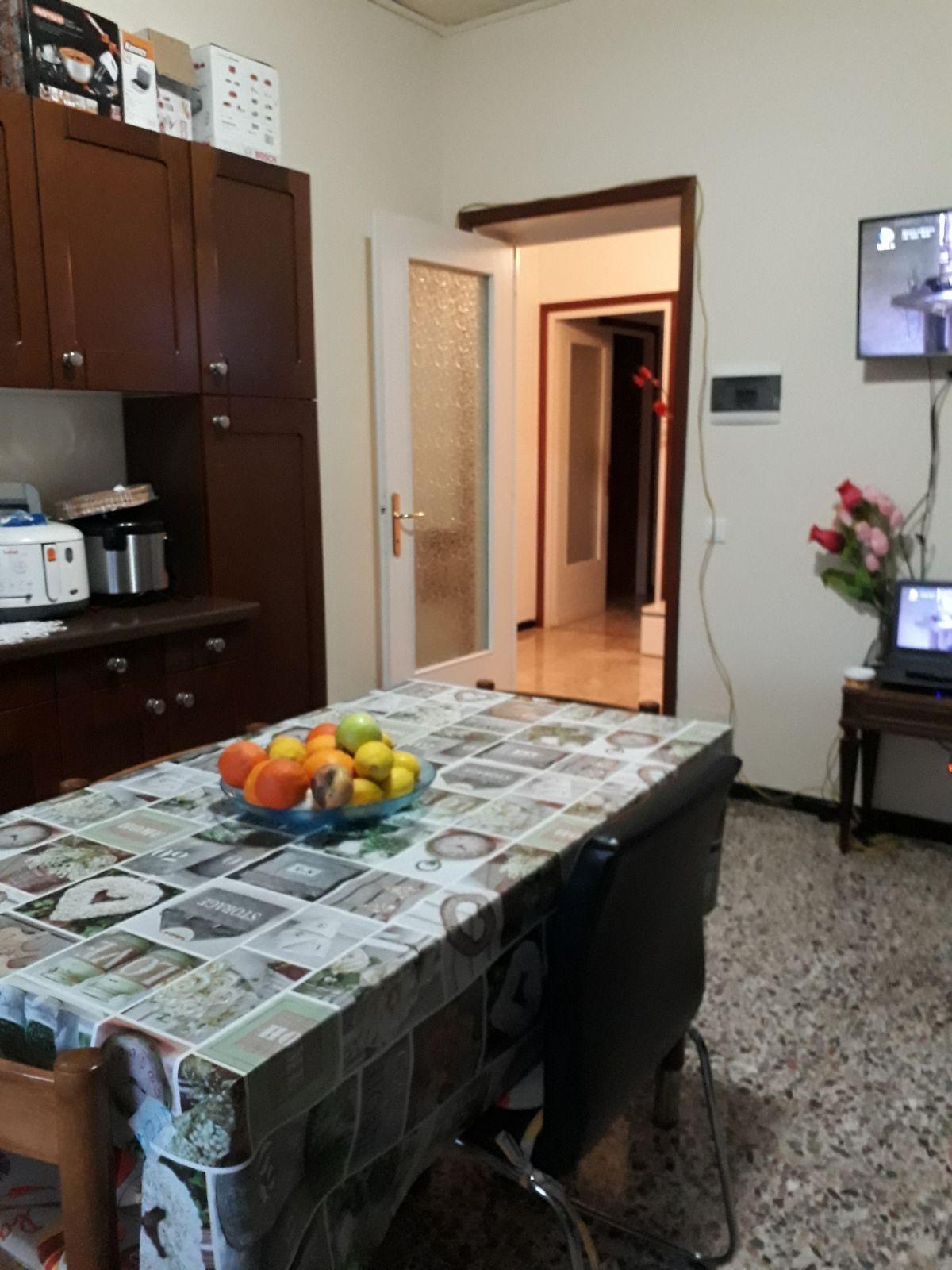 Appartamento in affitto a Fiorenzuola d'Arda, 5 locali, prezzo € 450 | CambioCasa.it