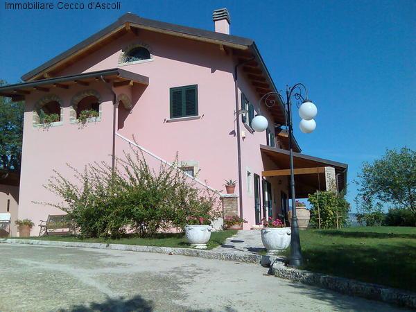 Villa in vendita a Ascoli Piceno, 15 locali, Trattative riservate | Cambio Casa.it