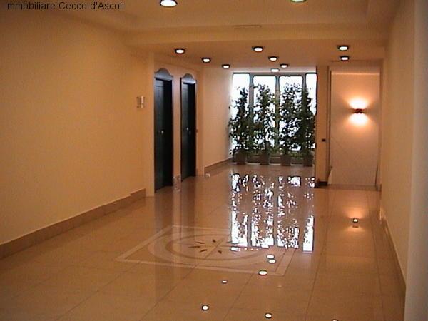 Ufficio / Studio in affitto a Ascoli Piceno, 9999 locali, zona Località: LuBattente, prezzo € 460 | Cambio Casa.it