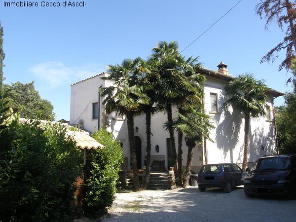 Villa in vendita a Ascoli Piceno, 16 locali, prezzo € 350.000 | Cambio Casa.it