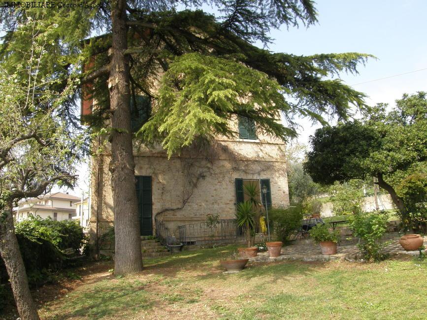 Villa in Vendita a Colli del Tronto