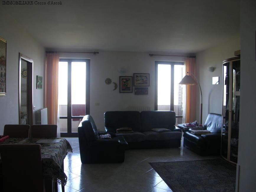 Appartamento in vendita a Folignano, 7 locali, prezzo € 125.000 | Cambio Casa.it