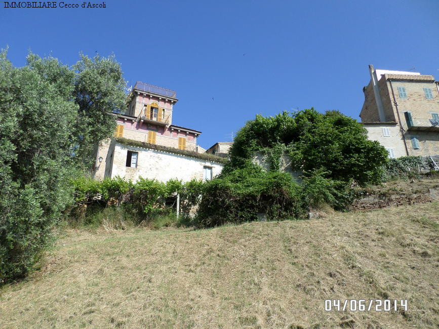 Villa in vendita a Offida, 10 locali, prezzo € 130.000 | Cambio Casa.it