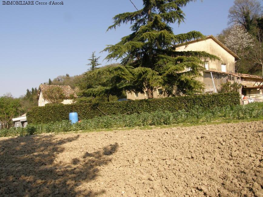Rustico / Casale in vendita a Ascoli Piceno, 12 locali, prezzo € 240.000 | Cambio Casa.it