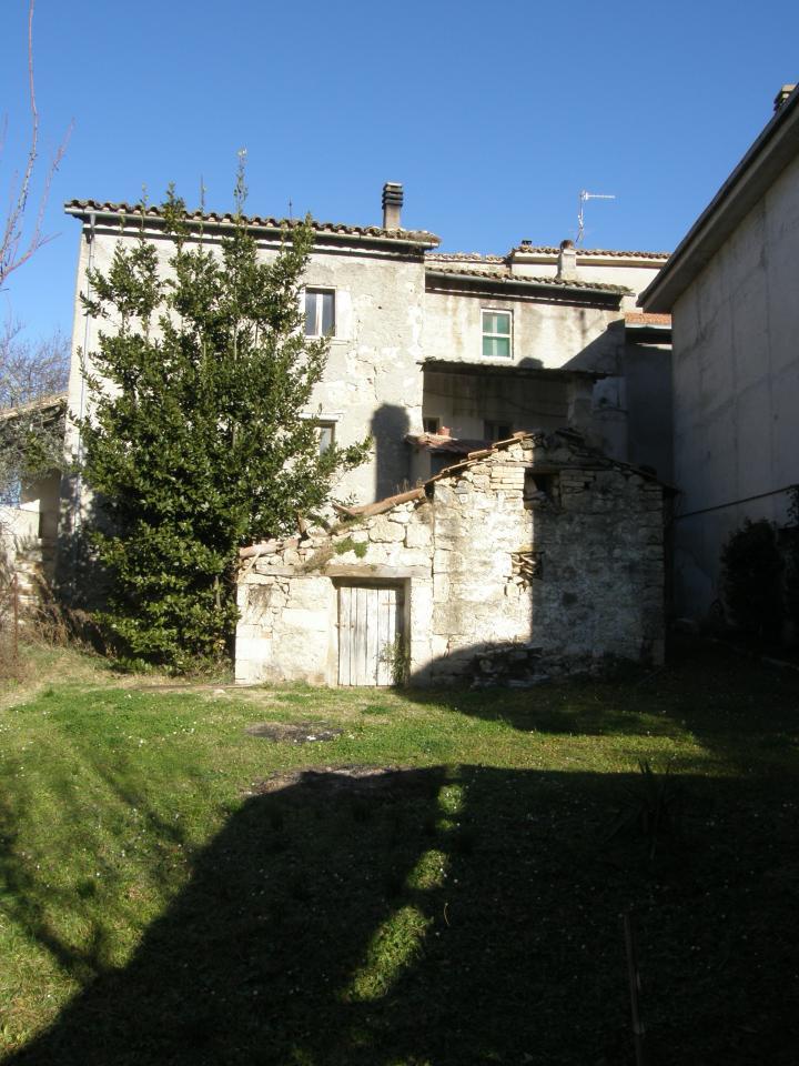 Soluzione Indipendente in vendita a Ascoli Piceno, 9 locali, prezzo € 90.000 | Cambio Casa.it