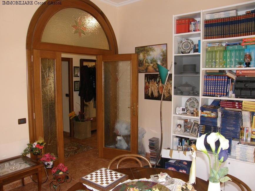 Appartamento in vendita a Ascoli Piceno, 7 locali, prezzo € 180.000   Cambio Casa.it