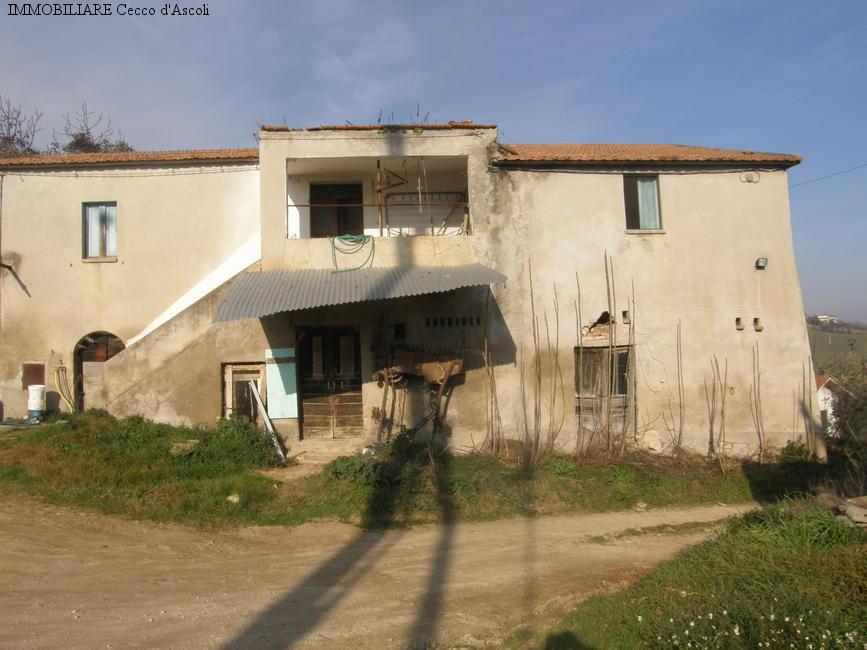 Rustico / Casale in vendita a Colli del Tronto, 10 locali, zona Zona: Vivare, prezzo € 90.000 | Cambio Casa.it