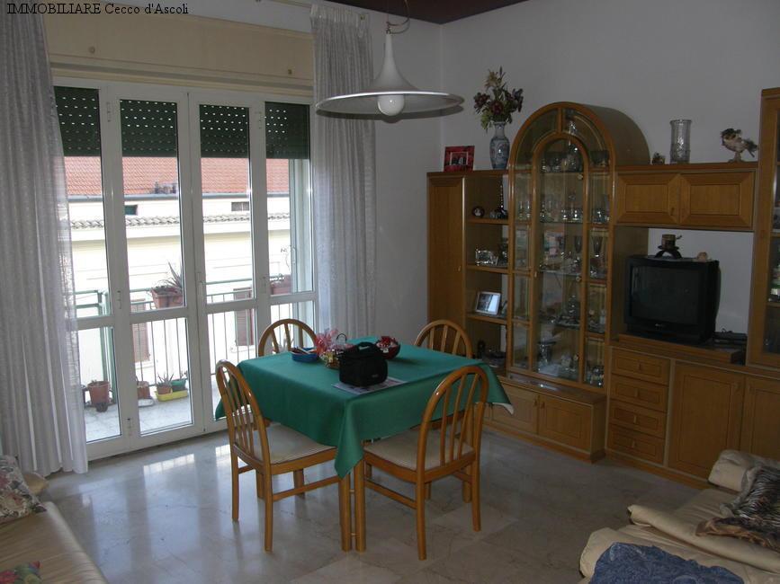 Appartamento in vendita a Ascoli Piceno, 5 locali, zona Località: CampoParignano, prezzo € 170.000 | Cambio Casa.it