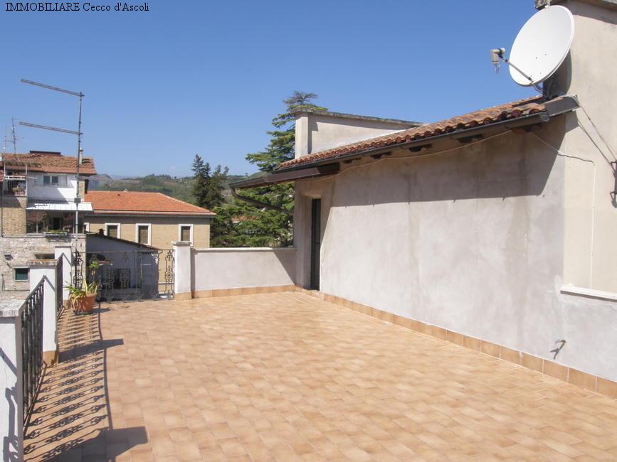 Appartamento in vendita a Ascoli Piceno, 7 locali, zona Località: CentroStorico, prezzo € 235.000 | Cambio Casa.it