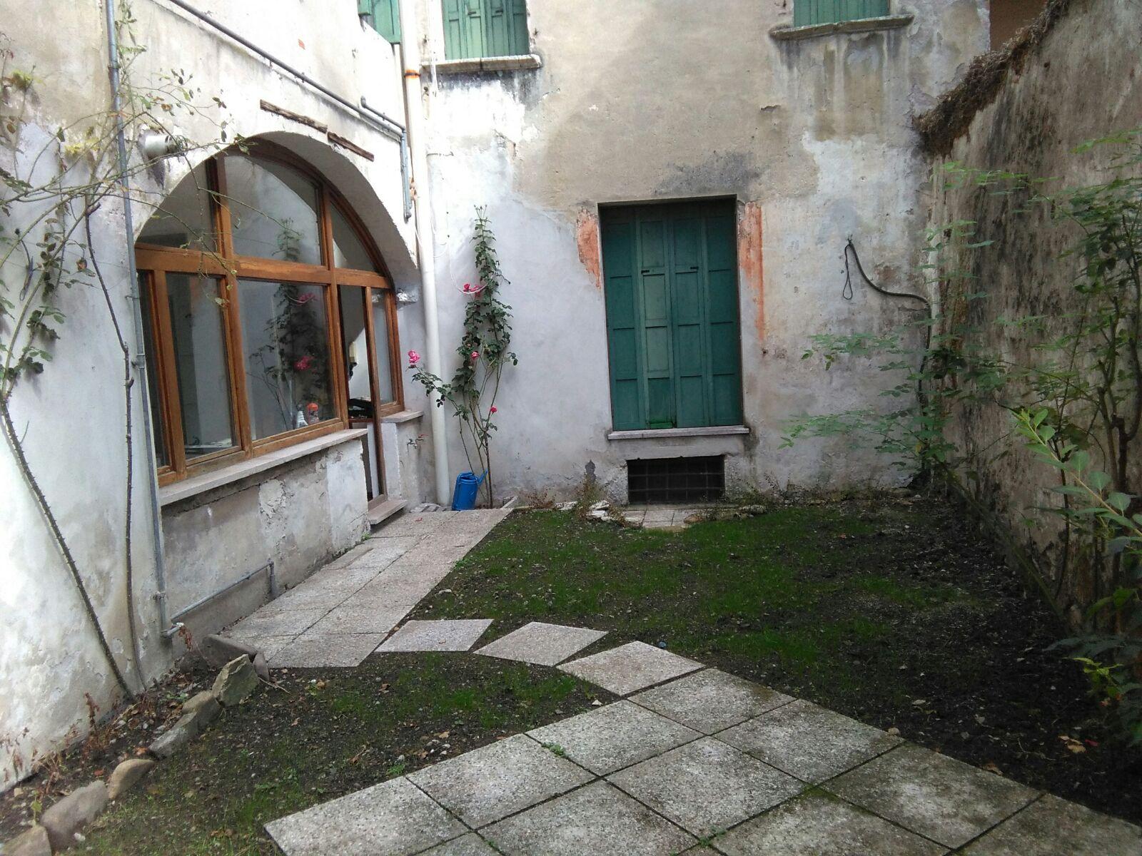 Bilocale Belluno Via Santa Maria Dei Battuti 2