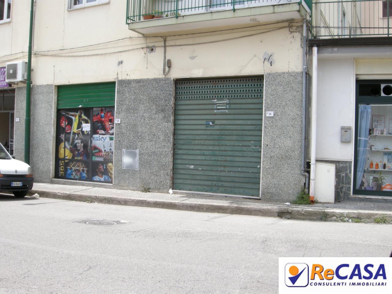 Negozio / Locale in affitto a Montecorvino Rovella, 9999 locali, zona Località: Centro, prezzo € 300 | CambioCasa.it