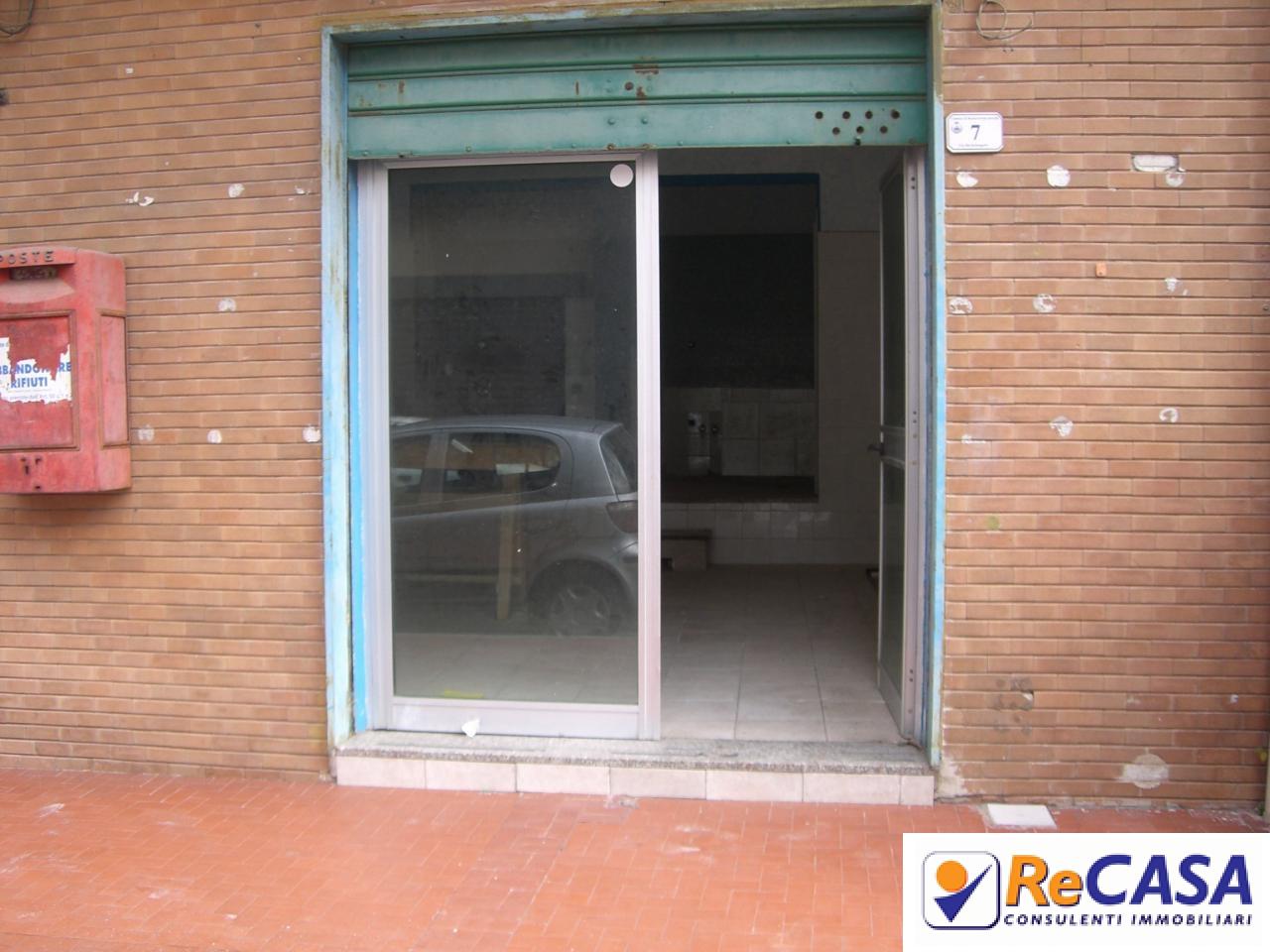 Negozio / Locale in affitto a Montecorvino Rovella, 9999 locali, zona Località: Centro, prezzo € 200 | CambioCasa.it
