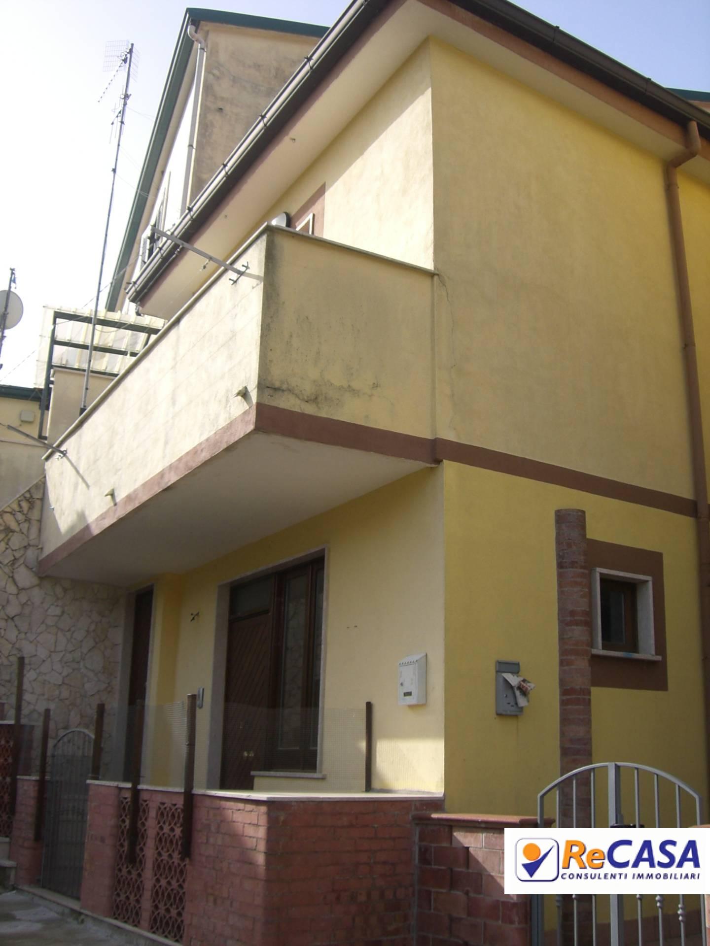 Soluzione Indipendente in affitto a Montecorvino Rovella, 3 locali, zona Località: SanMartino, prezzo € 300 | Cambio Casa.it