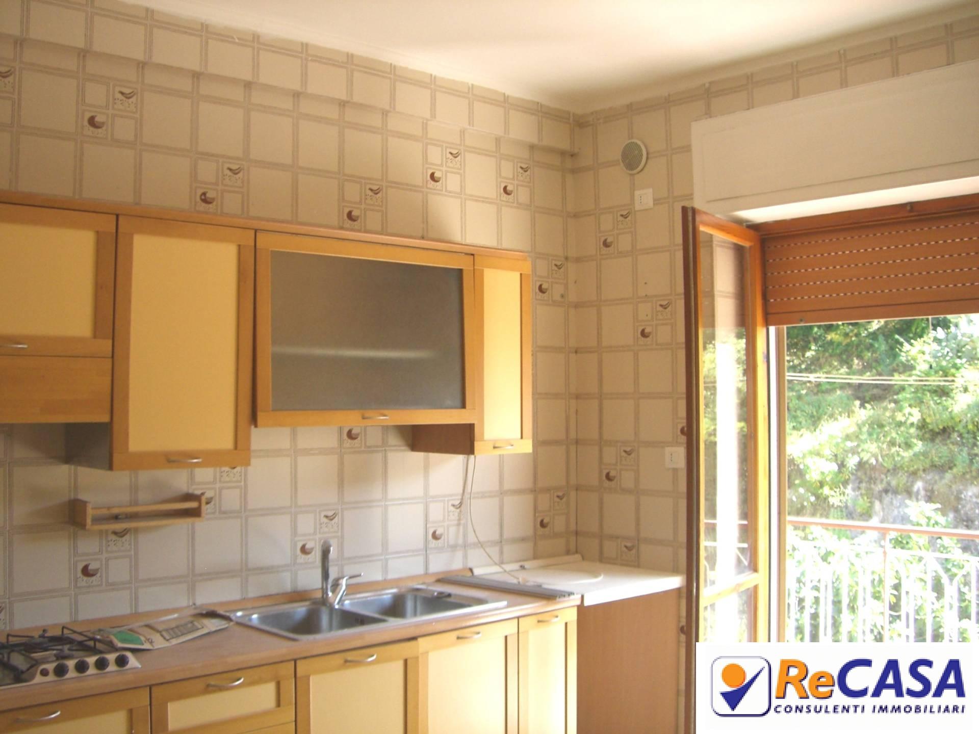 Appartamento in affitto a Montecorvino Rovella, 4 locali, zona Località: Centro, prezzo € 400 | Cambio Casa.it