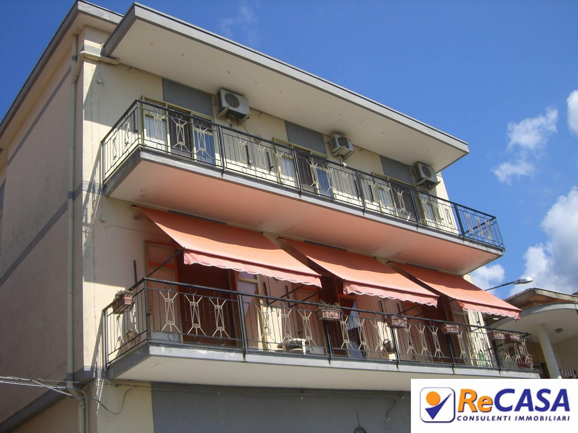 Appartamento in vendita a Montecorvino Rovella, 5 locali, zona Località: Centro, prezzo € 89.000 | Cambio Casa.it