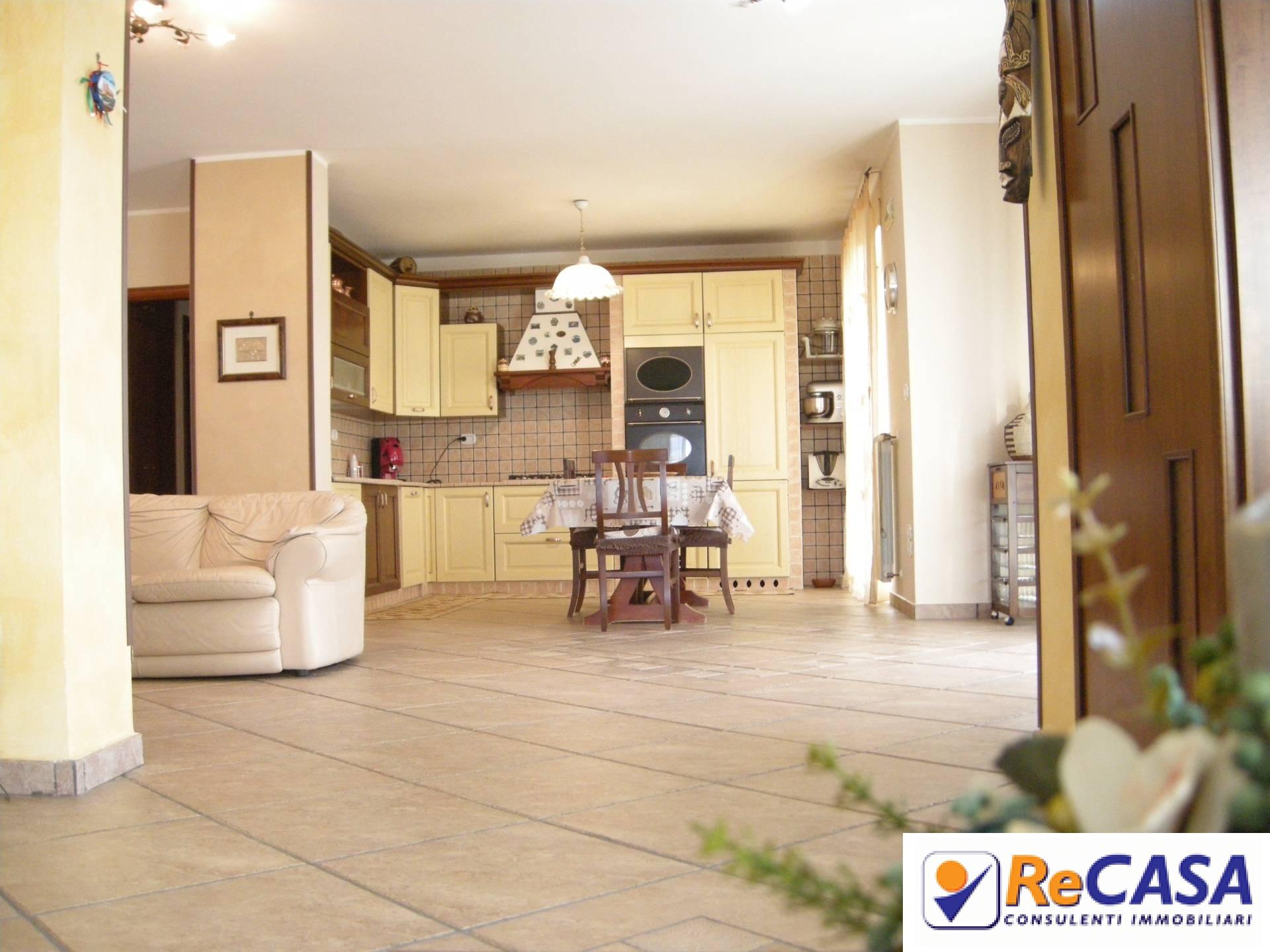 Appartamento in vendita a Montecorvino Pugliano, 6 locali, zona Località: BivioPratole, prezzo € 290.000 | CambioCasa.it