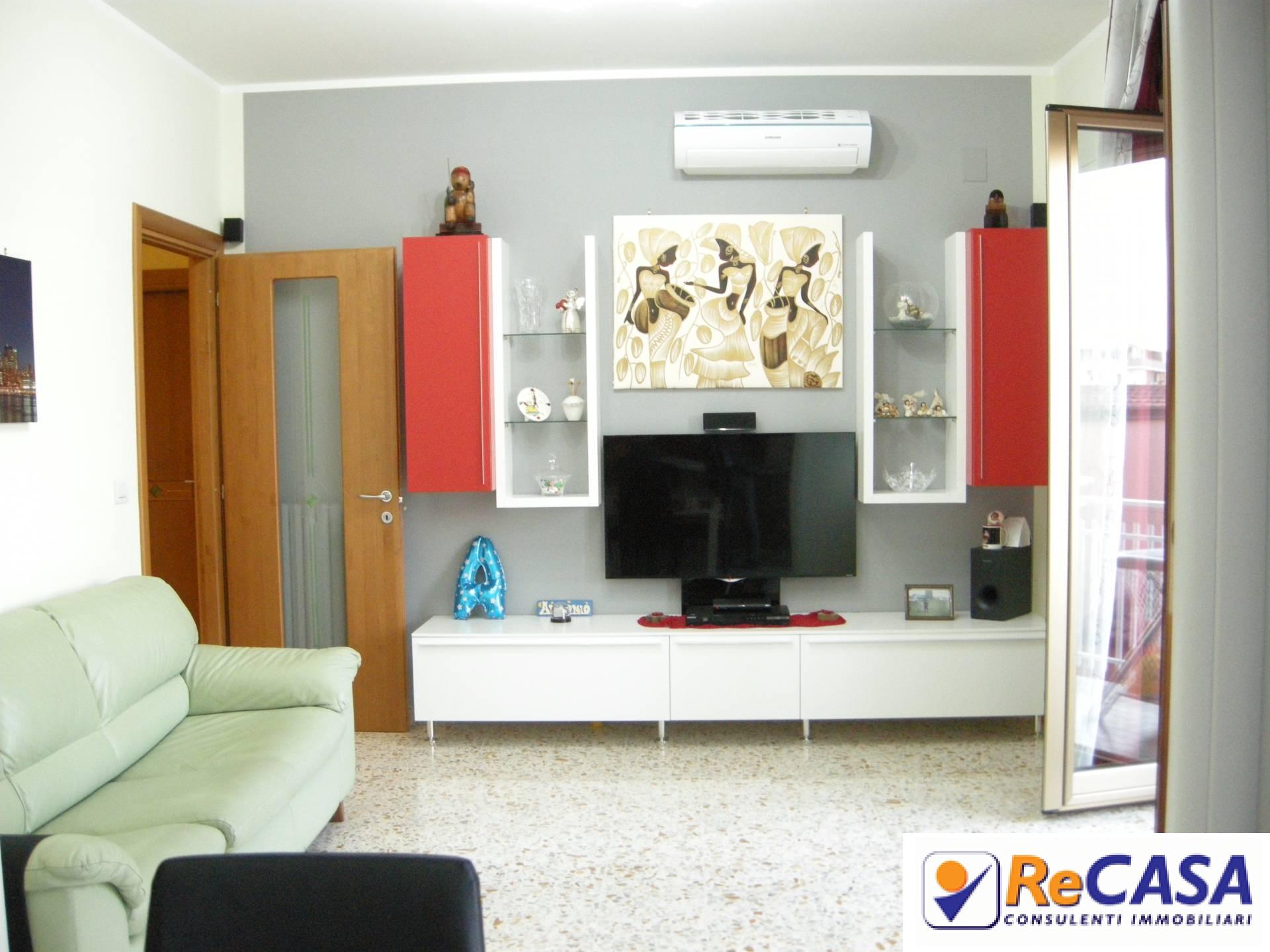 Appartamento in vendita a Pontecagnano Faiano, 3 locali, zona Zona: Pontecagnano, prezzo € 120.000 | CambioCasa.it
