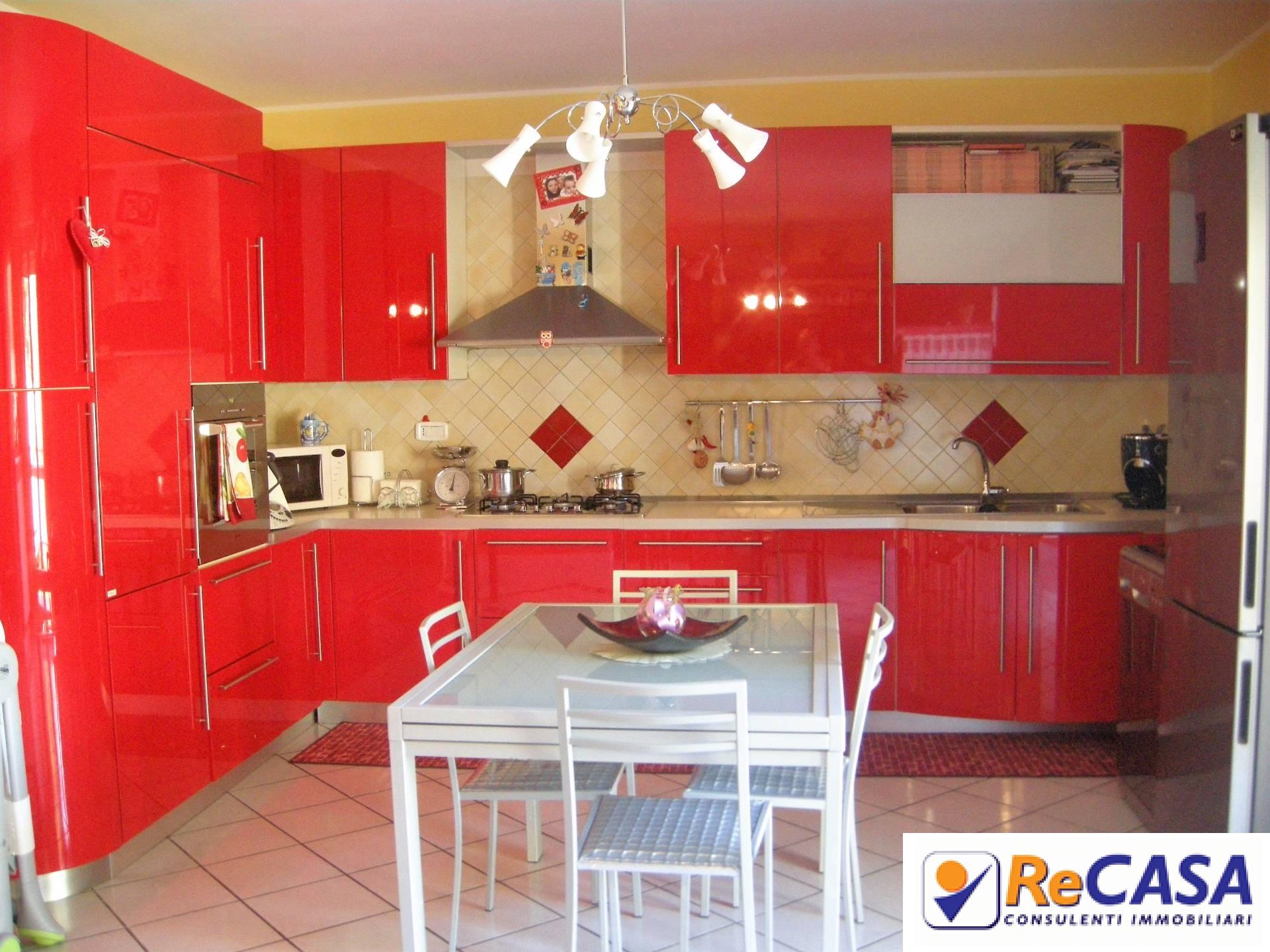 Appartamento in vendita a Montecorvino Rovella, 4 locali, zona Zona: Martorano, prezzo € 110.000   CambioCasa.it