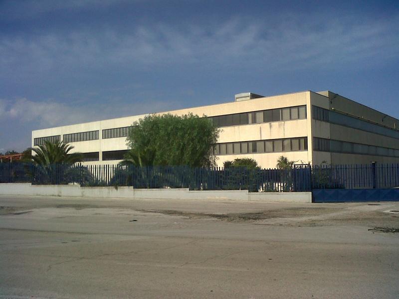 Capannone in vendita a Bari, 9999 locali, zona Località: ZonaIndustriale, Trattative riservate | Cambio Casa.it
