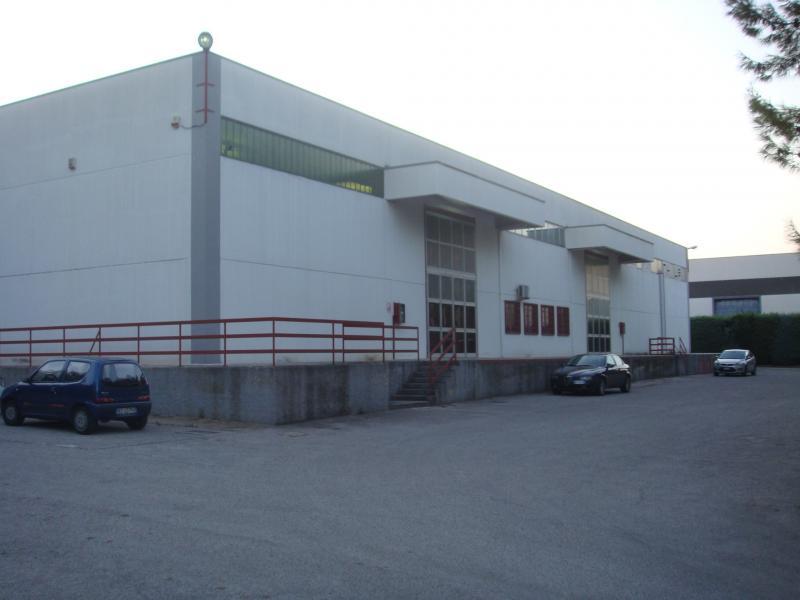 Capannone in affitto a Bari, 9999 locali, zona Località: ZonaIndustriale, Trattative riservate | Cambio Casa.it