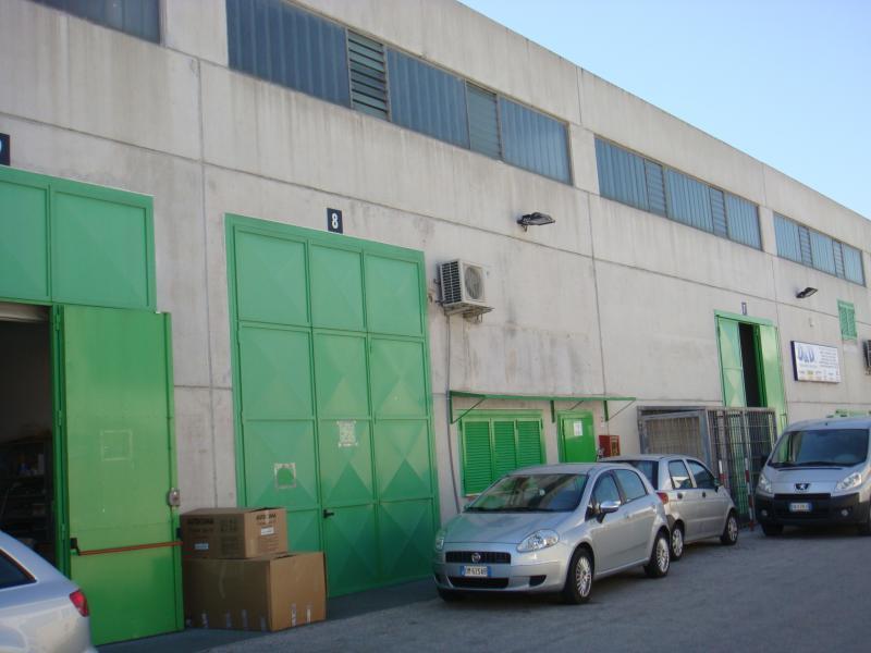 Capannone in affitto a Modugno, 9999 locali, zona Località: ZonaIndustriale, prezzo € 1.300 | Cambio Casa.it