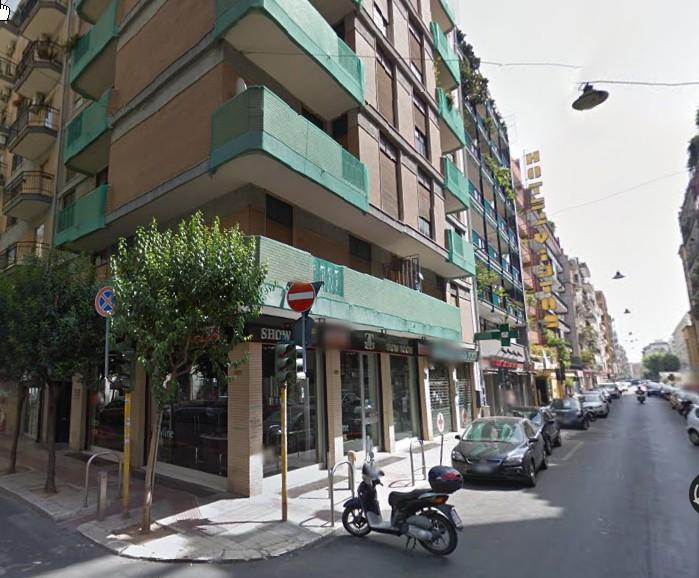 Negozio / Locale in vendita a Bari, 9999 locali, zona Zona: Murat,  | Cambiocasa.it