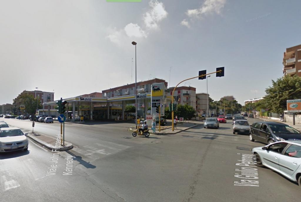 Negozio / Locale in vendita a Bari, 9999 locali, zona Zona: Carrassi,  | Cambiocasa.it