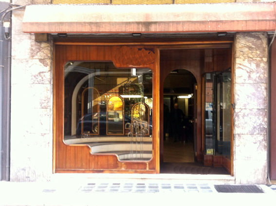Negozio / Locale in vendita a Bari, 9999 locali, zona Zona: Murat, Trattative riservate | Cambio Casa.it