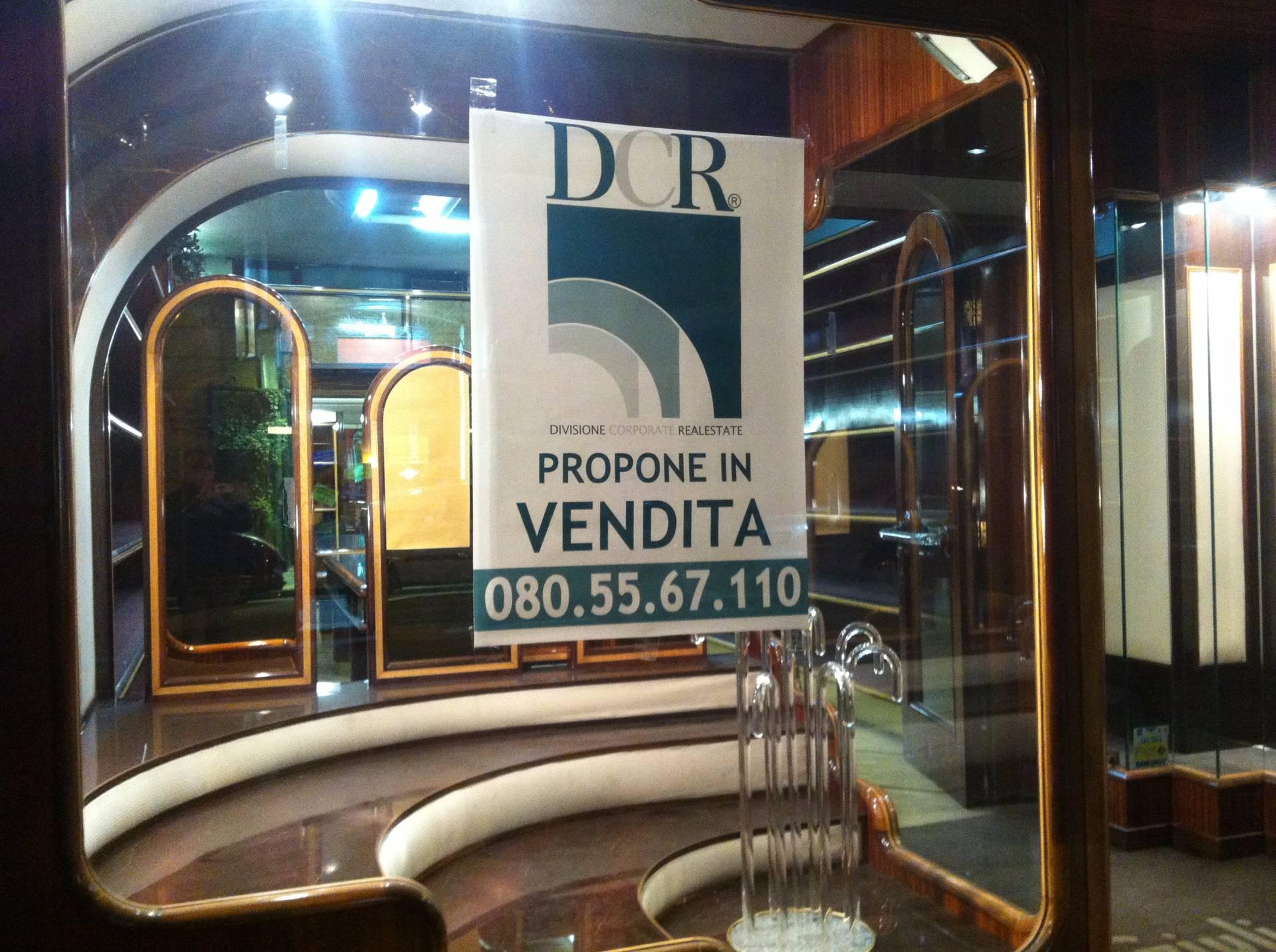 Negozio / Locale in vendita a Bari, 9999 locali, zona Zona: Murat, Trattative riservate | CambioCasa.it