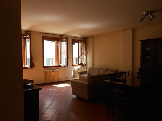 Appartamento in affitto a Treviso, 5 locali, zona Località: Centrostorico, prezzo € 700   Cambio Casa.it